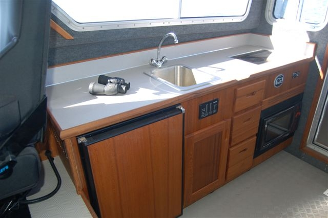 33 Pilot Kitchenette